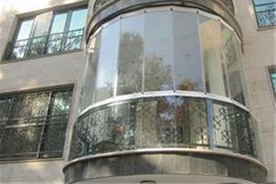 پوشش بالکن با شیشه های ریلی و تاشو