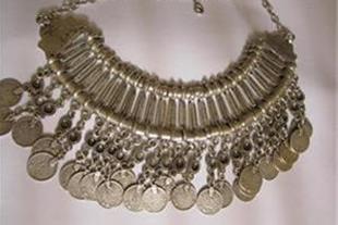 گردن بند زنانه استیل با 24 عدد سکه نقره 90 بسیار ق