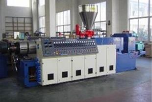 ارائه خدمات فنی مهندسی در زمینه محصولات پلاستیکی