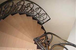 پله گرد و نرده