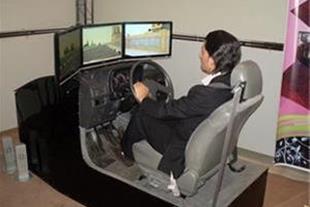 دستگاه شبیه ساز آموزش رانندگی خودرو