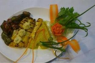 اشپز حرفه ای غذاهای فرنگی و دیزاینر ومیوه ارایی