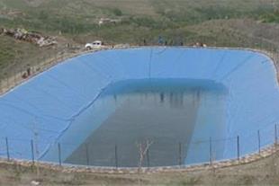 ساخت استخر ذخیره آب کشاورزی با ورقهای ژئوممبران