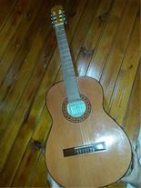 گیتار آرنا ساخت اسپانیا در حد نو