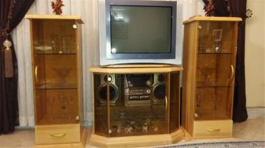 تلویزیون رنگی 29 سونی و میز - 1