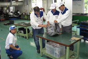تصاویردوره های  اموزش پرسنل در کمپانی سوزوکی