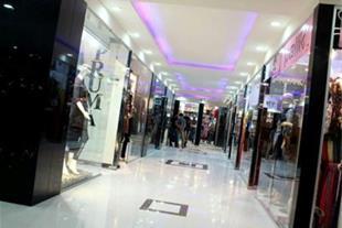 مغازه در مرکز تجاری