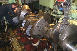 تعمیر و نگهداری ماشین آلات دریایی ، شناور دریایی