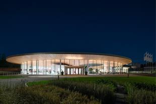 معماری و طراحی مرکز بازدید و ملاقاتهای فیزر / K2S