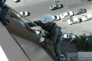 خدمات کار در ارتفاع تعویض لامپ نما ، محکم سازی نما