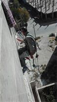 کار در ارتفاع بدون داربست ، نصب بنر ، داکت کشی