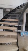 طراحی و ساخت و اجرای پله های گرد فلزی وپله های پیچ