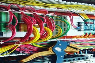 ساخت، برنامه نویسی و راه اندازی انواع تابلوهای PLC