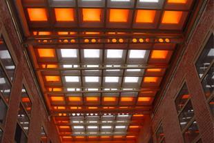 اجرای انواع نورگیر ها و سقف کاذب  و ورق پلی کربنات
