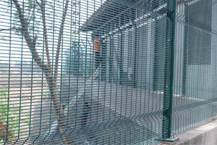 اجرا و نصب نرده آرامیس - پانل امنیتی