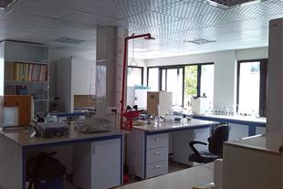 تجهیزات آزمایشگاهی میز آزمایشگاهی