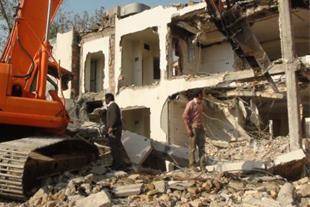تخریب ساختمان و خاک برداری با لودر و بیل مکانیکی