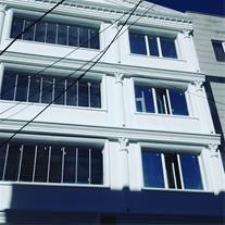 نمای زیبای منزلتان با شیشه بالکنی پارس