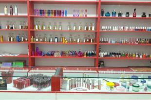 فروش کلیه اجناس لوازم آرایشی و عطر مغازه آرایشی - 1