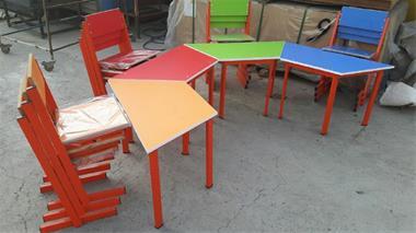 میز و صندلی ذوزنقه مهد کودک - 1