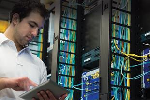استخدام کارشناس برق و شبکه