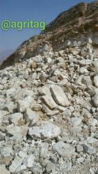 سنگ گچ استخراج شده از کوه