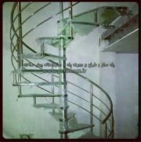 پله مارپیچی شیشه ای
