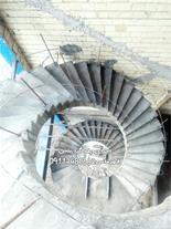 طراحی و اجرای پله گرد بتنی