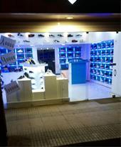 دکوراسیون و ویترین کفش فروشی