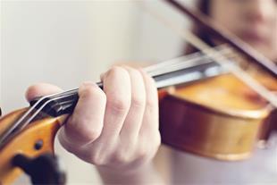 آموزش تضمینی ویولن در بروجرد توسط رهبر ارکستر