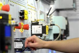 طراحی و ساخت تابلو برق صنعتی