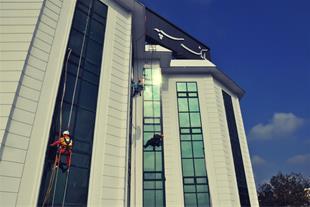 کار در ارتفاع بدون داربست با روش دسترسی با طناب