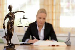 وکیل پایه یک خانم