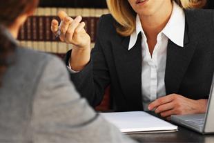 وکیل خانم در ابطال معامله فضولی