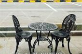 میز و صندلی مشکی طاووسی