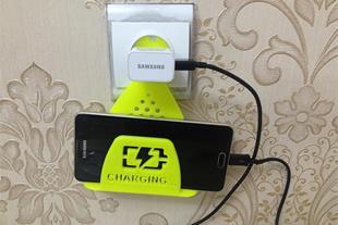 نگهدارنده موبایل در پریز برق 2 عدد