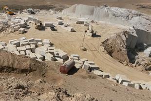سنگ مرمریت بارسلونا و خاک آجر قرمز (شیل)