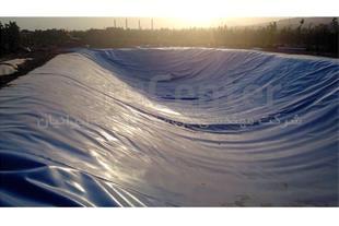 ساخت استخر کشاورزی با ورق ژئوممبران آبی در همدان