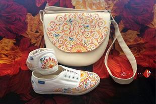دست سازهای ژاو . دیزاین نقاشی با دست روی کیف و کفش