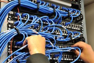 نصب وراه اندازی شبکه ها ی کامپیوتری بزرگ و کوچک