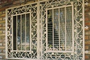 حفاظ پنجره فرفورژه و ساده