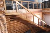 طراحی ، ساخت و نصب پله معلق با طراحی منحصر به فرد